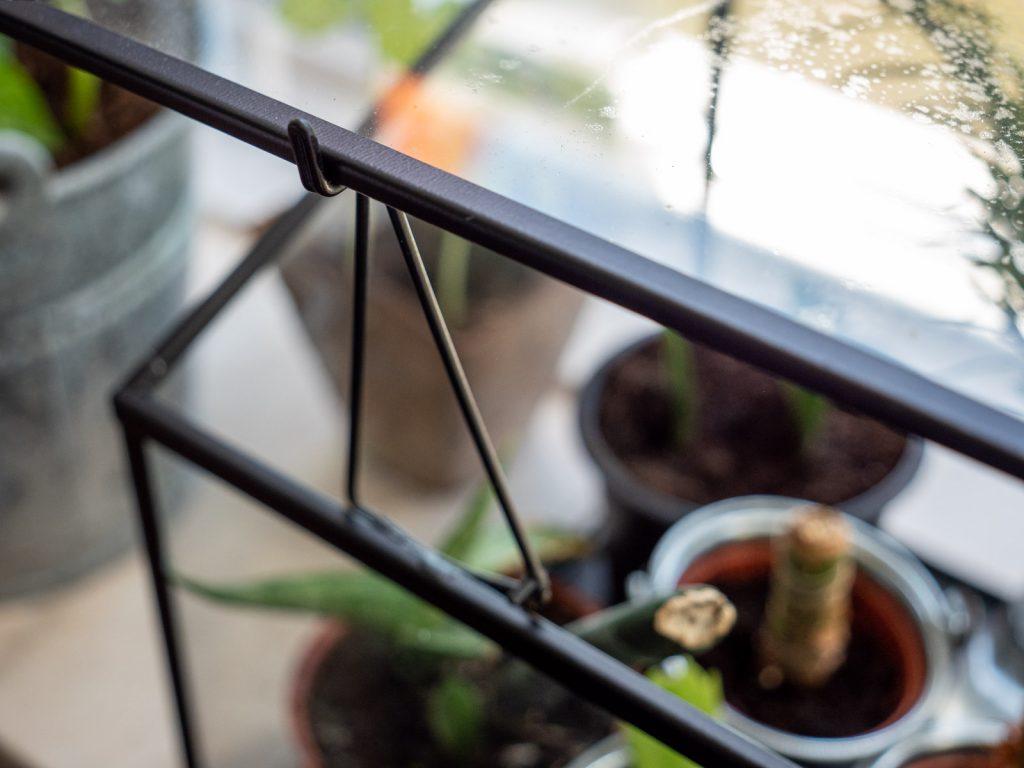 kweekkas-binnen-vensterbank