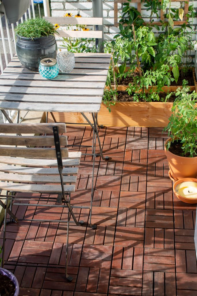 houten-vlonder-tegels-leggen-balkon